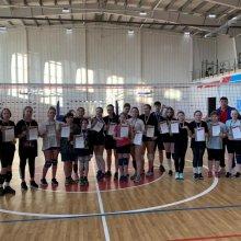 В Усинске состоялись соревнования по волейболу, посвящённые Дню Победы!